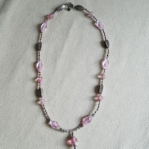 Jewelry - Handmade pink beaded necklace